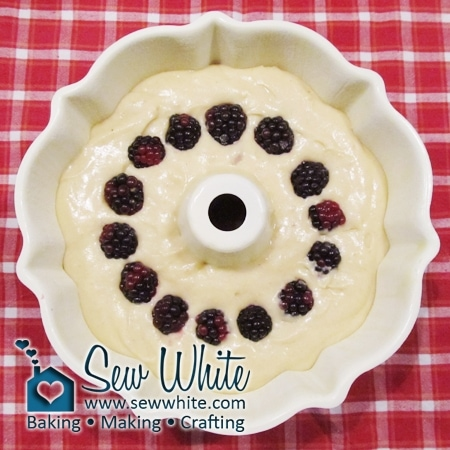 A ring of blackberries hidden in the Christmas Apple and Cinnamon Bundt