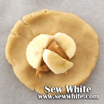 Sew White peanut butter and banana cookies 2