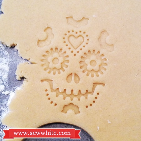 Sew White Day of the dead vanilla and ginger biscuits 3