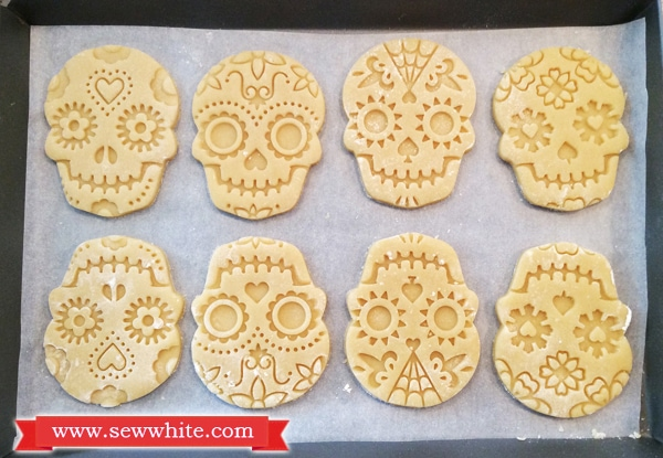 Sew White Day of the dead vanilla and ginger biscuits 4