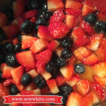 Sew White Champagne and berries panna cotta 3
