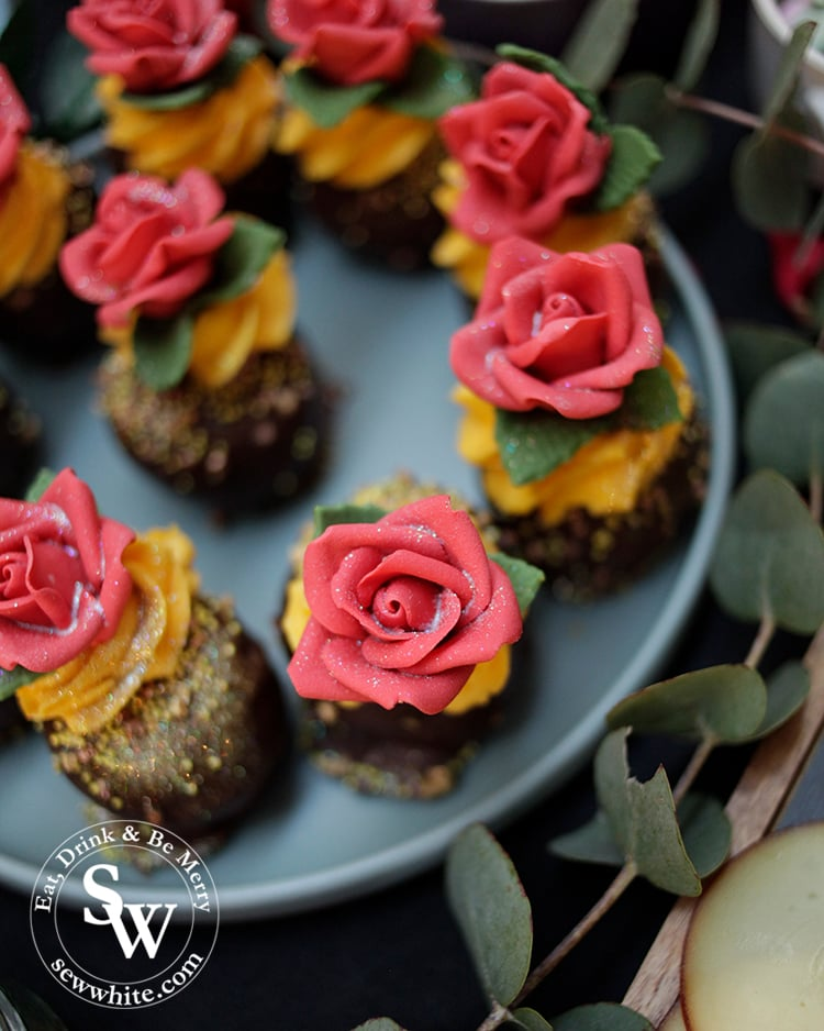 Beauty and the beast cupcake inspiration by Zay Bakes. Red roses with a sprinkling of glitter to add a shimmer.