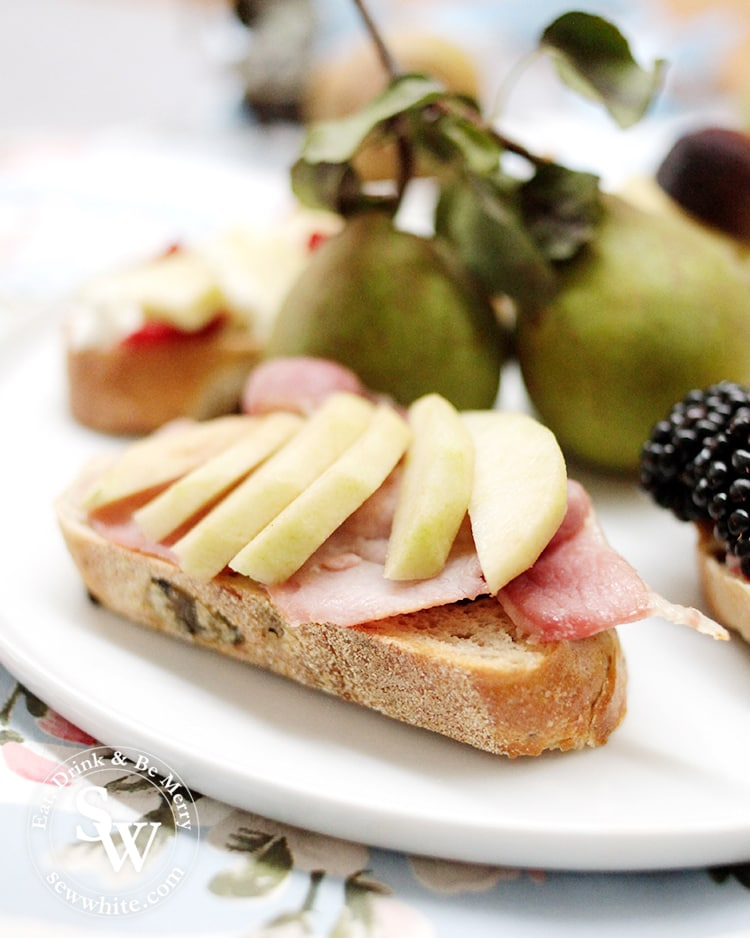bacon on toast with pears.