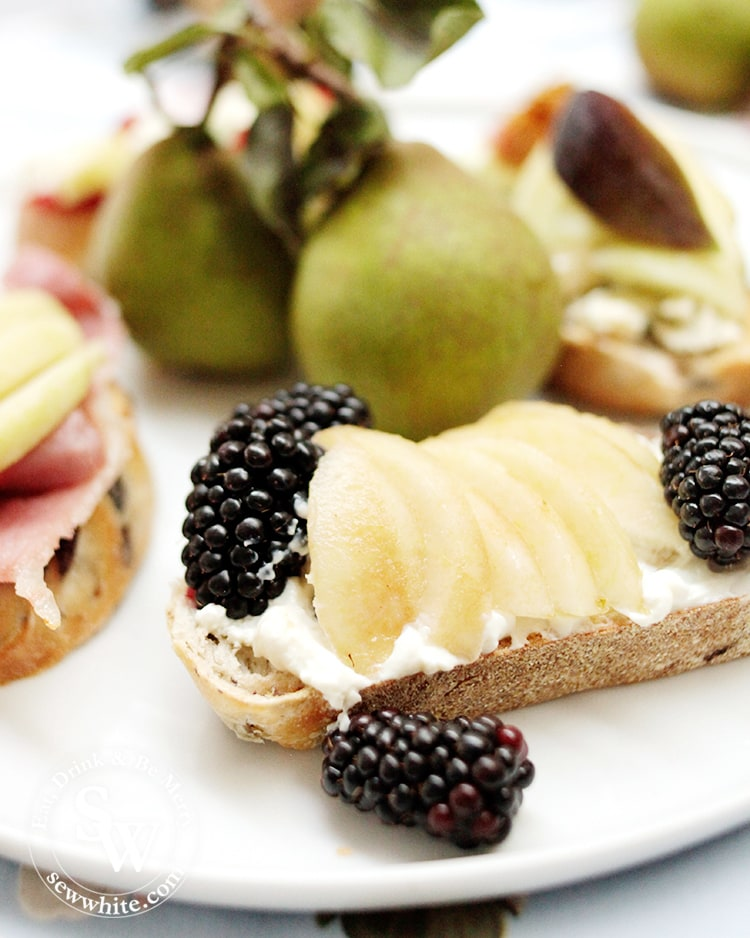 Pears on Toast with Cream Cheese and Blackberries. Smooth and creamy cream cheese topped with juicy pears and studded with blackberries.