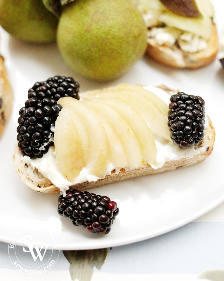 Pears on Toast with Cream Cheese and Blackberries. Autumn toast ideas with fresh pear.