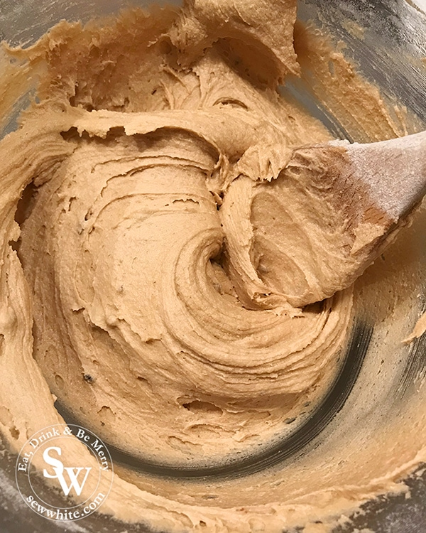 Mix the cookie mixture together