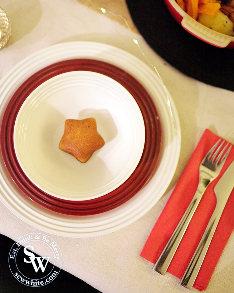 Lemon Spice Cakes as a place setting for Christmas table with red and white plates from Le Creuset.