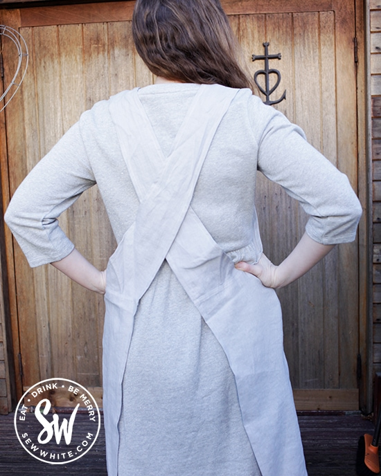 Cross over back linen apron