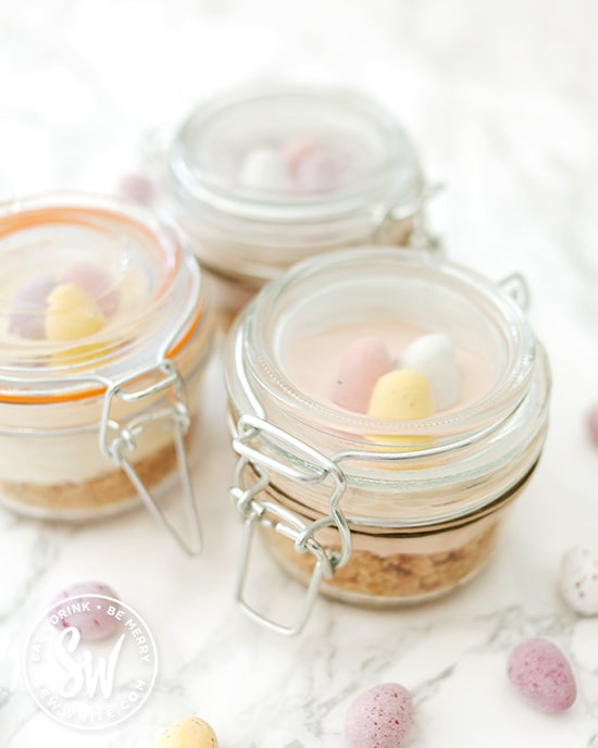 clip lock jars with cheesecake and mini eggs perfect for family picnics.