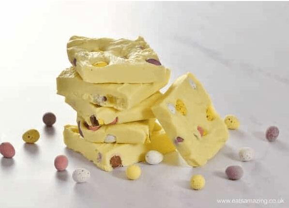 mini eggs fudge by Eats Amazing