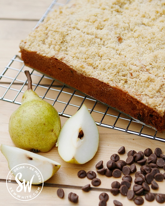 easy pear recipes - pear and chocolate chip cake